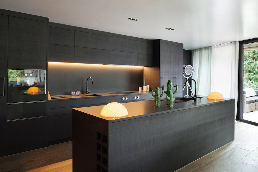 STUNNING MODERN KITCHEN THAT FLIPS DARK AND DATED ON ITS HEAD