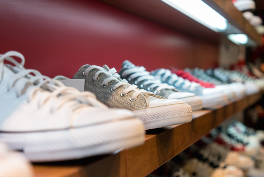 WHAT IS THE BEST CASUAL TENNIS SHOE (SNEAKERS IF YOU'RE IN NEW ENGLAND) TO PAIR WITH ANY STYLE? (male & female)